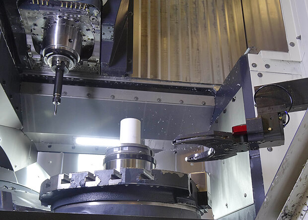 Chargement automatisé d'une palette-pièce par robot EROWA