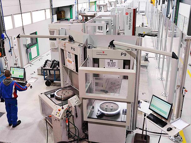 La centralisation des données, le pilotage des machines et des robots, la surveillance des différents îlots de production est directement accessible sur l'écran grâce au logiciel.