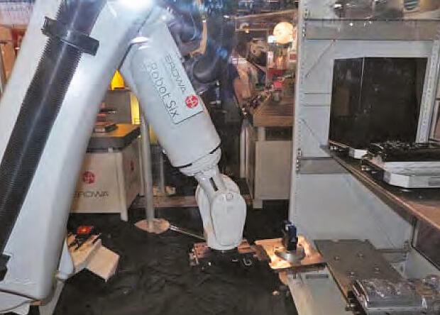 Avec RobotSix, Erowa se positionne aussi comme un partenaire global des constructeurs et importateurs de machines-outils, désireux de proposer une offre clefs en mains pour les ateliers 4.0. Un prochain reportage montrera les possibilités offertes, ainsi que les gains qui en découlent.