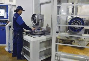 La cellule flexible avec le robot ERD 500, le CU bipalette et les 5 magasins de stockage.