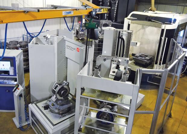 Chargement palette MTS sur bipalette : le robot positionne une palette de 700X700 pouvant atteindre jusqu'à 500kg.